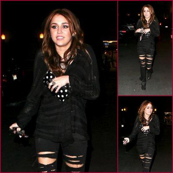 07/02/10 : Miley à été apreçue la nuit du 07 Février sortant à Century City.