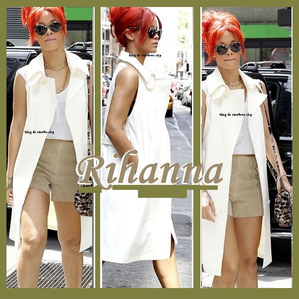 29/04/11 Rihanna se promène dans les rues de New York avec une tenue plus que parfaite... TOP !