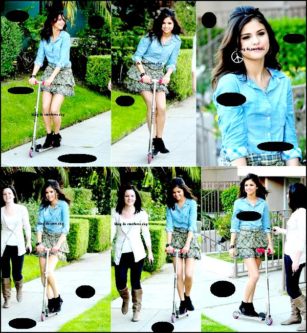 """30 avril 2011 : Selena sur le set d'un nouveau shoot pour sa ligne de vêtement """" Dream out loud """" . Comment-la trouvez vous ?"""