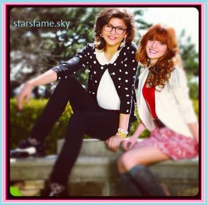 Bella Thorne et Zendaya Coleman dans « Frenemies » sur Disney Channel