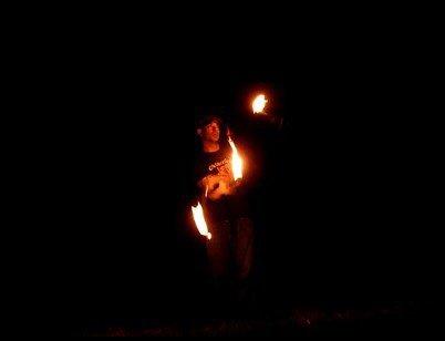 jonglage enflammé avec massues