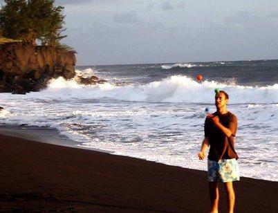 4 balles plage de sable noir ( Réunion )