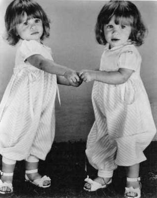les jumelles petites