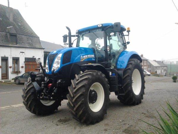 nouveau tracteur a la ferme, un new holland t7.185 et aurevoir au new holland tm155 et la benne legrand :(