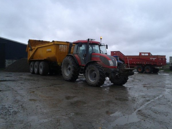 Transport de fumier avec le mc Cormick et le New holland