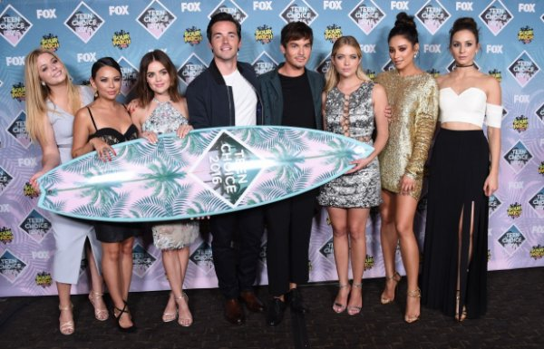 Le casting de pretty little liars au Teen Choice Award 2016 à Los Angeles