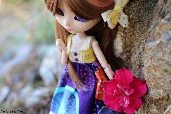 """""""La vie c'est comme une rose chaque pétale et un rêve et chaque épine une réalité.""""   Suite"""