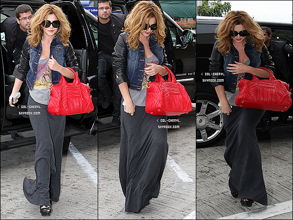 .  26/10/11 - Chezza s'est rendue avec son assistante Lily au LAX Airport de Los Angeles !__Top ou Flop ?     .