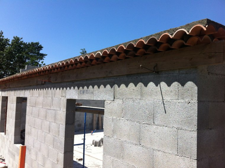 genoise de la maison fini pret pour la toiture au mois d 39 aout construisons notre maison. Black Bedroom Furniture Sets. Home Design Ideas