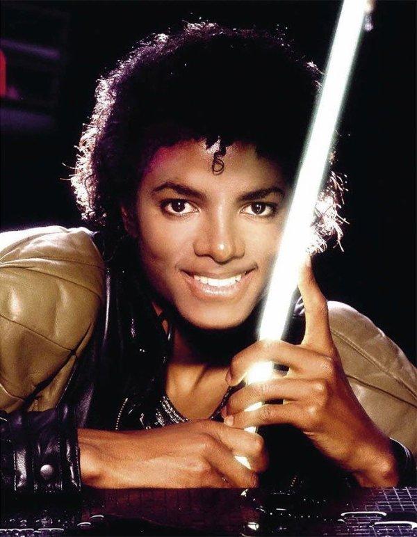 actuellement je prépare la playlist spéciale Michael Jackson de 25 titres vos propositions de titres seront les bienvenus ici par commentaires merci à toutes et tous :) je vous donnerai le jour et les horaires dès que je l'aurai planifié. Bonne soirée à tous
