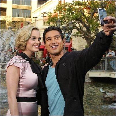 """14 Décembre 2011 : Katy au Lancement de son nouveau parfum """"Meow"""" au Bosquet, à Los Angeles"""