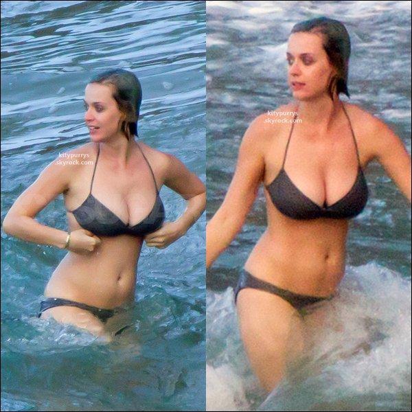 26 Novembre 2011 : Katy a été photographié sur une plage, à Hawaii. + Désolé pour la qualité des photos =S