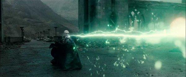 « Aaaah... Douleur des douleurs, mes amis, rien n'aurait pu m'y préparer... Moi qui suis pourtant allé plus loin que quiconque sur le chemin qui mène à l'immortalité. » Voldemort       ~  PROLOGUE  ~