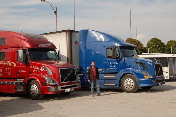 Camion du Canada, impressionnant. ils peuvent tier 60 TONNES!!!!!!