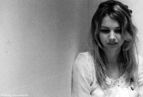 Je veux te toucher, je veux t'atteindre je veux que coulent sur tes joues ces larmes et la crainte que je ressens chaque jour où tu n'es pas là.