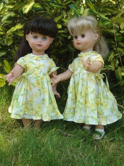 Les deux mêmes robes !