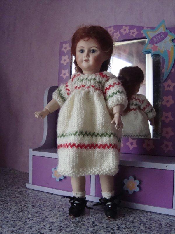 Une robe en laine pour Bleuette ...............