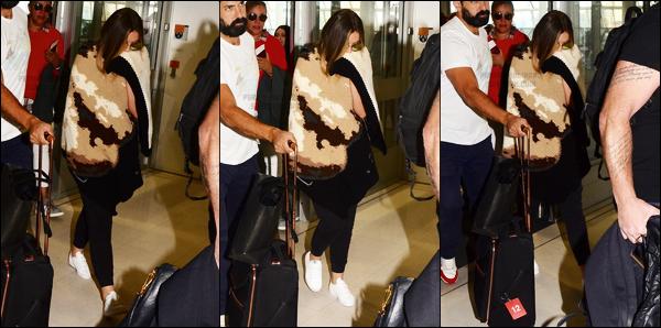 """"""" 30/07/17 ─ Perrie a été aperçu en arrivant à l'aéroport international « Kingsford-Smith » de Sydney en Australie. Très peu de photos de Perrie lors de cette arrivée à l'aéroport. En plus de ça, elle se cache pas mal alors c'est pas super. J'aime vraiment pas ce candid !  """""""