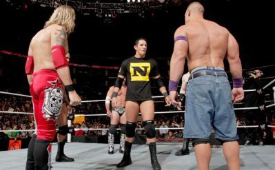 John Cena, Chris Jericho, Edge, Randy Orton, et le WWE Champion Sheamis attaquent Wade Barrett ! (Raw 23/08/2010)