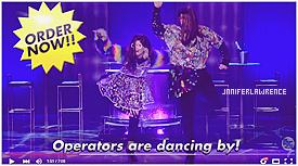 18/11/2015 : Miss Lawrence s'est rendue sur le plateau de l'émission The Late Show with Jimmy Fallon à New-York City : Pendant l'émission Jennifer est revenue sur ses moments les plus embarrassants et a participé au jeu Come Dance with Us. Découvrez les hilarantes vidéos ci-dessous.