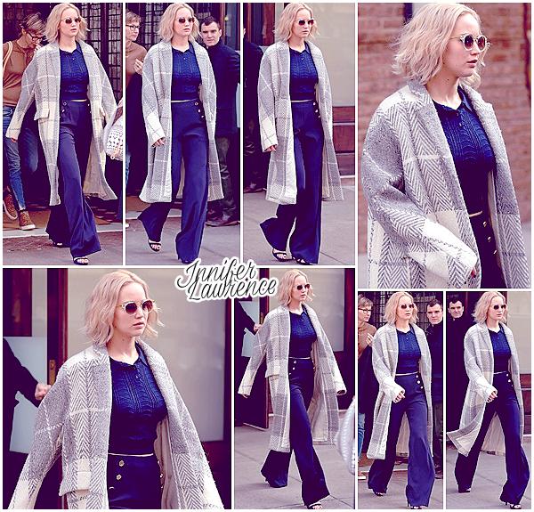 12/12/2015 : Dans l'après-midi, Miss Lawrence a été vu quittant l'hôtel Greenwich situé à New-York City : Avant la projection du film «Joy» qui a eut lieu le soir même, Jen et le reste de l'équipe du film ont assisté à la Press Junket organisée pour l'occasion.
