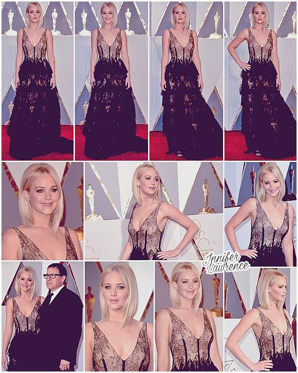 28/02/2016 : Miss Lawrence a assisté à la 88e cérémonie des «Oscars» au Dolby Theatre (LA) : C'est une Jennifer très très en retard qui a foulé le tapis rouge, avec David O'Russell, à même pas 5 minutes du commencement de la cérémonie ! (Vous pouvez visionner son arrivée via cette vidéo.) La belle était nominée dans la catégorie Meilleure Actrice, mais c'est Brie Larson qui est repartie avec la statuette dorée. Question tenue, Jen portait une robe Dior Haute Couture. Je dois dire que je suis complètement fan de sa tenue, j'adore le style dentelle/tulle et la coupe de la robe est très élégante. Cependant, je déplore un peu le manque de couleur. La belle ayant souvent fait des sorties en noir ces derniers temps, j'aurai aimé une robe colorée. Mais elle reste resplendissante et toute souriante pour l'occassion. Beau Top ♥