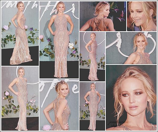 - • 06.09.17 l Jennifer Lawrence était présente à l'avant-première de son prochain film  « Mother ! » à Londres (UK) : Un véritable coup de c½ur pour cette tenue ! Elle était plus que magnifique dans sa robe signée Atelier Versace. Un sublime top de la tête aux pieds !