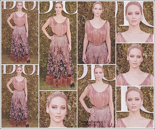 - • 03.07.17 ⅠJen à l'événement « Dior Exhibition Launch » célébrant les 70 ans de la maison française à Paris (FR) : Un peu de bon temps pour Jennifer dans la capitale. J'aime beaucoup sa tenue, mais j'ai un peu de mal avec la mise en beauté ... Top quand même !