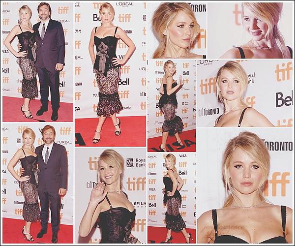 - • 10.09.17 l Jennifer Lawrence à l'avant-première du film  « Mother ! » pendant le festival du film de Toronto (CAN) : Elle était en compagnie de sa co-star Javier Bardem. Elle portait une robe Dolce & Gabbana que j'aime beaucoup. Un beau top avec la mise en beauté!