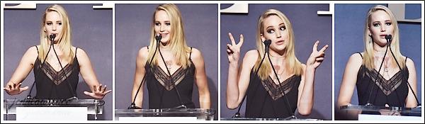 - • 16.10.17 l Jennifer Lawrence était à l'événement annuel « Elle's Women in Hollywood » dans Los Angeles (CA) : Chaque année, cette célébration honore les femmes à travers une remise de prix dont Jenn faisait partie. Pour la tenue, j'aime bien sa robe signée Dior.