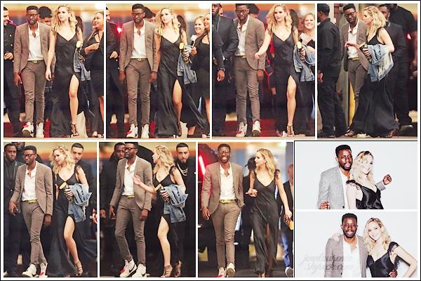 - • 10.02.18 l   Jennifer Lawrence se rendait à la fête d'anniversaire de « Ellen Degeneres » située à Los Angeles (LA) : Célèbre animatrice américaine, elle fêtait ses 60 ans. Jen était sûrement en compagnie d'un ami. Un top pour sa tenue, j'aime surtout ses escarpins !
