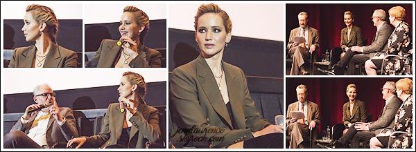 - • 15.02.18 l   Jennifer Lawrence assistait à une projection de son film « Red Sparrow » organisée à Washington (US) : Dans le cadre du TimesTalk, elle a aussi répondu à certaines questions après la séance. Elle était avec Joel Edgerton et Francis Lawrence. Beau top !