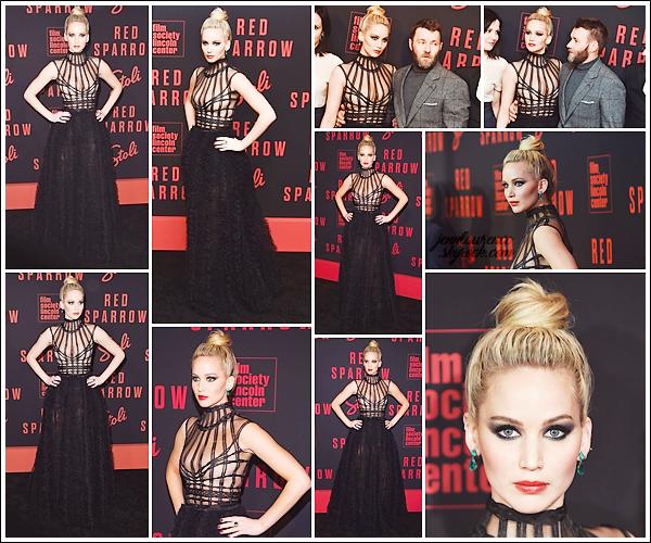 - • 26.02.18 l  Jennifer Lawrence assistait à l'avant première de son film « Red Sparrow » située à New-York (US) : Avec ses co-stars, dont Joel Edgerton, Jen brillait dans une robe signée Dior ! Un top pour la tenue mais je n'aime pas des masses son make-up ...