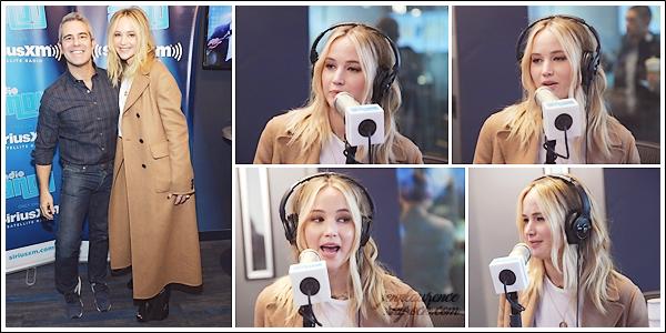 - • 26.02.18 l Jennifer Lawrence était présente dans les locaux de la radio « Sirius XM » situés dans New-York (US) : Sourires mais petite mine pour la belle qui semblait fatiguée par toute cette promo .. Je vous joins aussi son interview pour Good Morning America.
