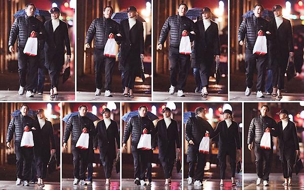 - • 26.04.18 l Jennifer Lawrence a été aperçue, après avoir été dîner, dans les rues de la ville de « New-York » (US) : Elle était en compagnie du réalisateur et ami David O'Russell. Les deux ont l'air de passer un bon moment. Top pour la tenue de Jen, j'aime assez !