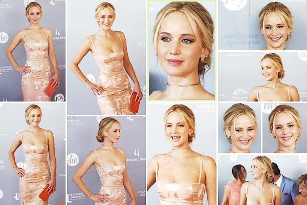 - • 28.04.18 l Jennifer Lawrence était à la cérémonie des « Awards in the Art » tenue à Louisville, Kentucky (US) : La soirée était en partenariat avec la fondation de Jenn qui était de retour dans sa ville natale pour l'occasion. Rayonnante, beau top pour la tenue !