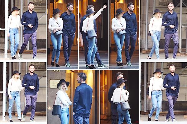 - • 21.06.18 l Jennifer Lawrence a de nouveau été aperçue flânant dans les rues de la ville de « New-York City » (US) : Elle était avec son petit-ami Cooke Maroney. Dernière promenade en amoureux avant le retour de Jenn à Los Angeles. Un top pour l'ensemble, j'adore!