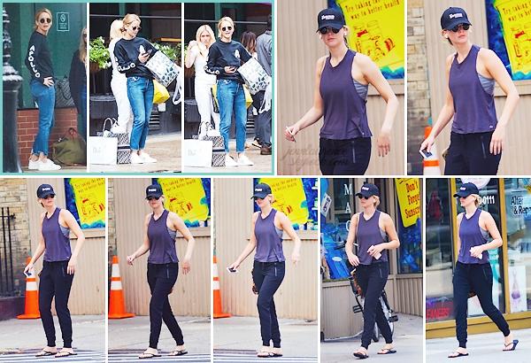 - • 09.09.18 l Jennifer Lawrence sortait d'une session shopping chez « Dior » dans une boutique de New-York (US) : Que 03 photos mais j'aime assez sa tenue confortable. Un petit top. ___ + Le 06 septembre, elle a été aperçue dans les rues de la grosse pomme.