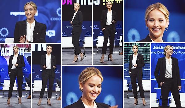 - • 25.09.18 l Jennifer Lawrence était présente au sommet annuel « Concordia » organisé dans New-York City (US) : Engagée auprès de l'association Represent.US, la belle a donc prit la parole pour parler des corruptions politiques aux USA. Top pour son ensemble!