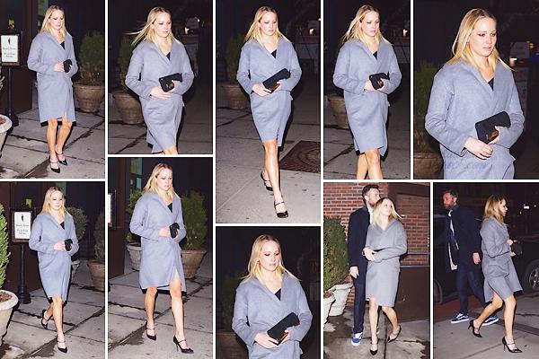 - • 13.03.19 l Jennifer Lawrence quittait le très chic hôtel-restaurant « Bowery » situé dans la ville de New-York (US) : Les tourtereaux ont de nouveau dîné ensemble avant de regagner leur appartement. Jen est très classe, j'adore son manteau & ses chaussures! Top.