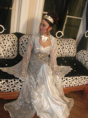 voici la coiffure que je conseille a toutes les mari qui porteront un diademe sur la tete le jour de leur mariage machta dial amira - Diademe Mariage Oriental