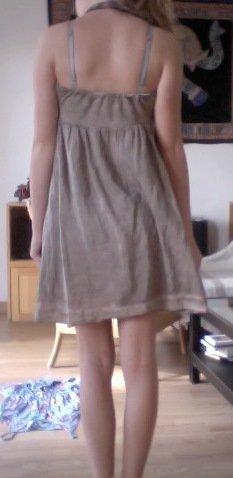 Robe d'un petit magasin à Lyon. Taille : S. Jamais porter. Proposez votre prix.