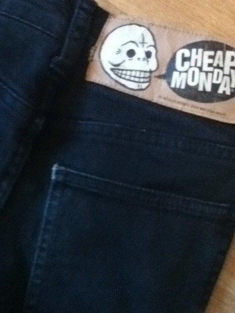 Cheap Monday noir. Proposez vos prix