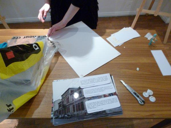 préparation de l'exposition au centre culturel roumain
