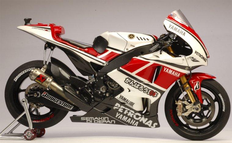 Yamaha YZR-M1 J.Lorenzo 50th Anniversary 2011....