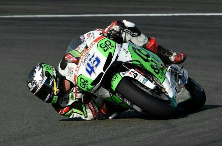 Scott redding sur Ducati qui prend de l'angle....