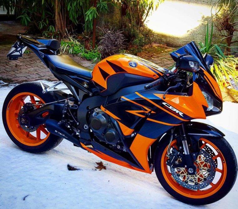 1000 CBR RR, Orange mécanique......