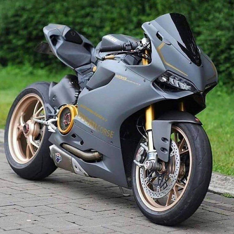 Ducati 1099 panigale.....