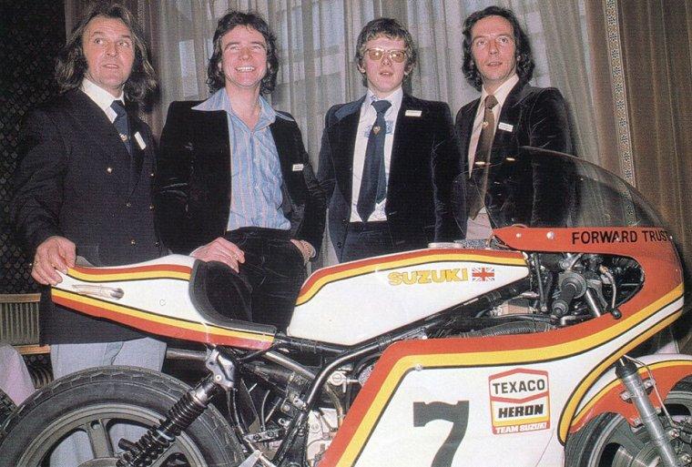 L'équipe Suzuki 1976 Percy Tait, Barry Sheene, John  Newbold et John Williams....