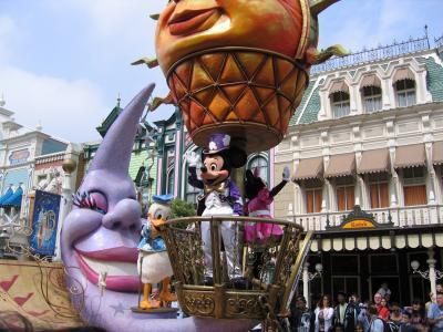 EURODISNEY Les chars de la parade de jour -  Parade des princesses Disney